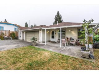 Photo 2: 17989 64 Avenue in Surrey: Cloverdale BC House for sale (Cloverdale)  : MLS®# R2201816