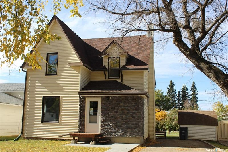 FEATURED LISTING: 403 1st Street West Wilkie