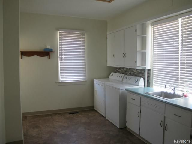 Photo 5: Photos:  in WINNIPEG: North End Residential for sale (North West Winnipeg)  : MLS®# 1404958