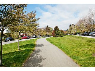 """Photo 3: 657 ST ANDREWS Avenue in North Vancouver: Lower Lonsdale Townhouse for sale in """"CHARLTON COURT"""" : MLS®# V1066090"""