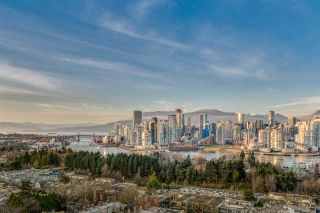 """Photo 2: 1601 2411 HEATHER Street in Vancouver: Fairview VW Condo for sale in """"700 WEST 8TH"""" (Vancouver West)  : MLS®# R2566720"""