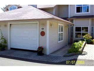 Photo 2: 10 3633 Cedar Hill Rd in VICTORIA: SE Cedar Hill Row/Townhouse for sale (Saanich East)  : MLS®# 315816