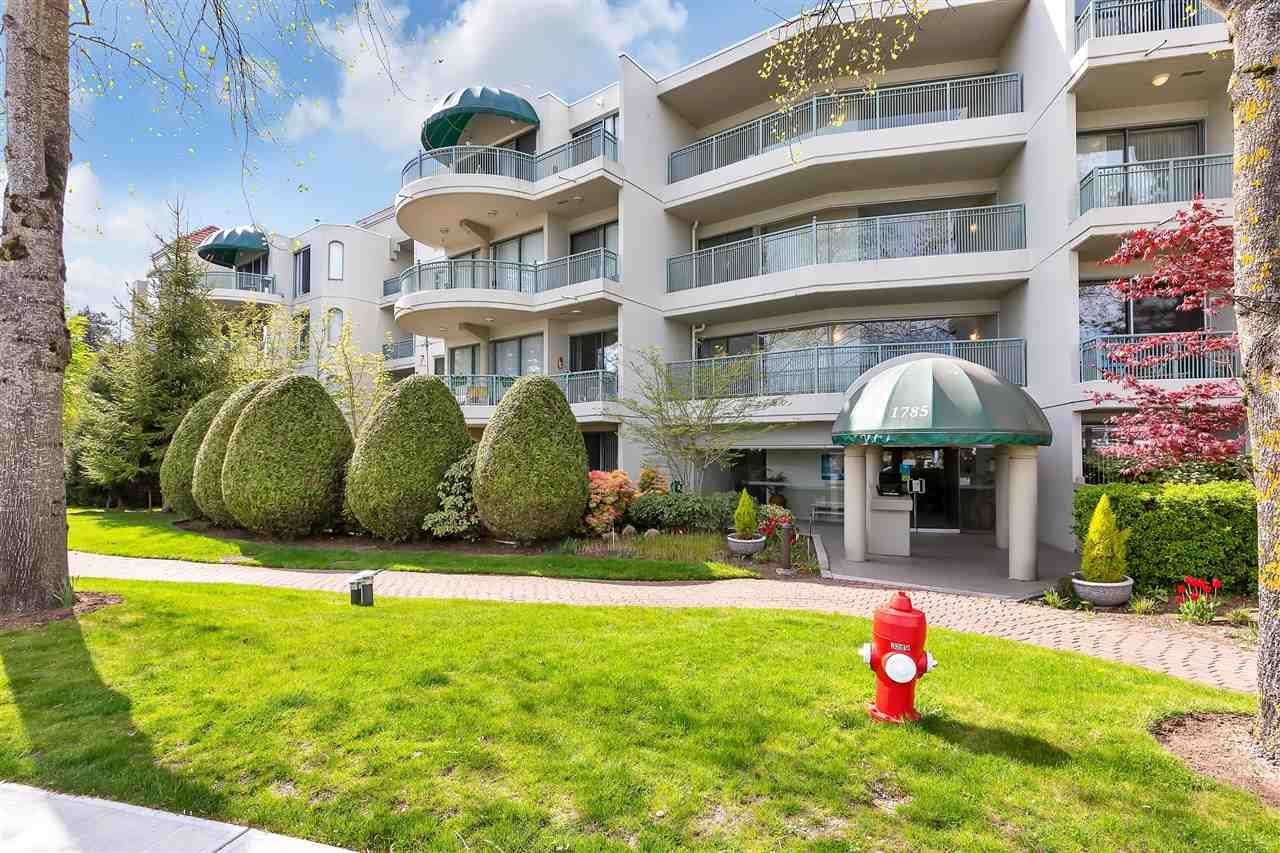 """Main Photo: 312 1785 MARTIN Drive in Surrey: Sunnyside Park Surrey Condo for sale in """"'SOUTHWYNDE'"""" (South Surrey White Rock)  : MLS®# R2578080"""