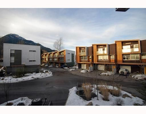 """Main Photo: 5 39893 GOVERNMENT Road in Squamish: Northyards Townhouse for sale in """"ELEMENTS"""" : MLS®# V750015"""