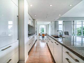 "Photo 11: 305 6093 IONA Drive in Vancouver: University VW Condo for sale in ""Coast"" (Vancouver West)  : MLS®# R2489520"