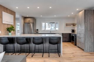 Photo 8: 139 Wildwood Drive SW in Calgary: Wildwood Detached for sale : MLS®# C4305016
