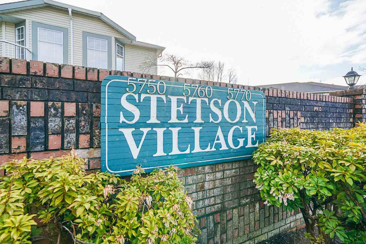 """Main Photo: 7 5760 174 Street in Surrey: Cloverdale BC Townhouse for sale in """"Stetson Village"""" (Cloverdale)  : MLS®# R2559810"""