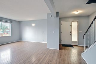Photo 1: 2 519 64 Avenue NE in Calgary: Thorncliffe Row/Townhouse for sale : MLS®# A1140749