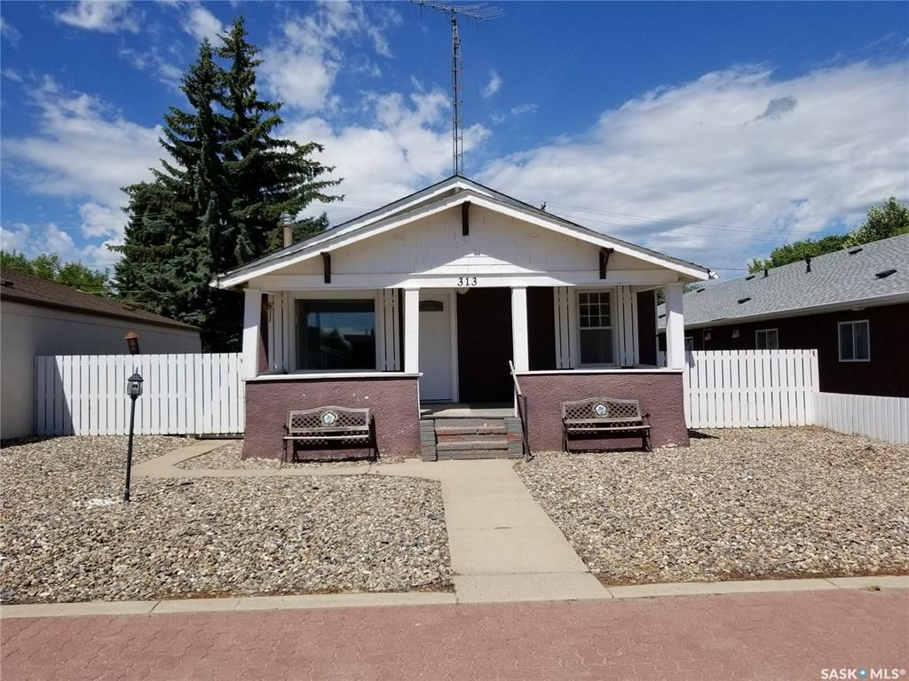 Main Photo: 313 Main Street in Unity: Commercial for sale : MLS®# SK826966
