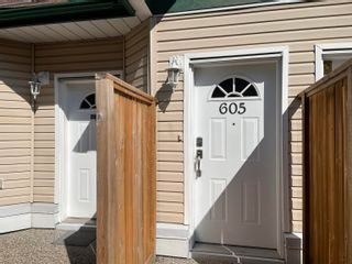 "Photo 2: 605 10082 132 Street in Surrey: Cedar Hills Townhouse for sale in ""Melrose Court"" (North Surrey)  : MLS®# R2614033"