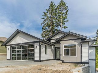 FEATURED LISTING: 124 Golden Oaks Cres