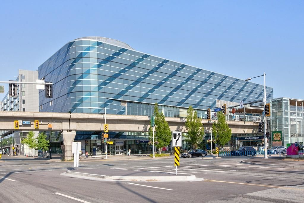 """Main Photo: 2135-2145 4000 NO. 3 Road in Richmond: West Cambie Retail for sale in """"Aberdeen Square"""" : MLS®# C8039351"""