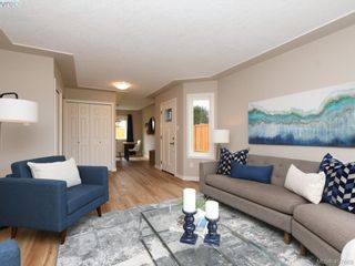 Photo 4: 2944 Robalee Pl in VICTORIA: La Goldstream Half Duplex for sale (Langford)  : MLS®# 810225