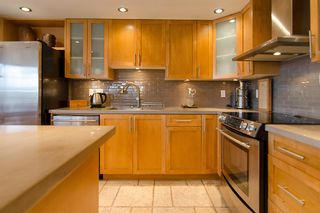 """Photo 19: 202 1490 PENNYFARTHING Drive in Vancouver: False Creek Condo for sale in """"HARBOUR COVE"""" (Vancouver West)  : MLS®# V977927"""