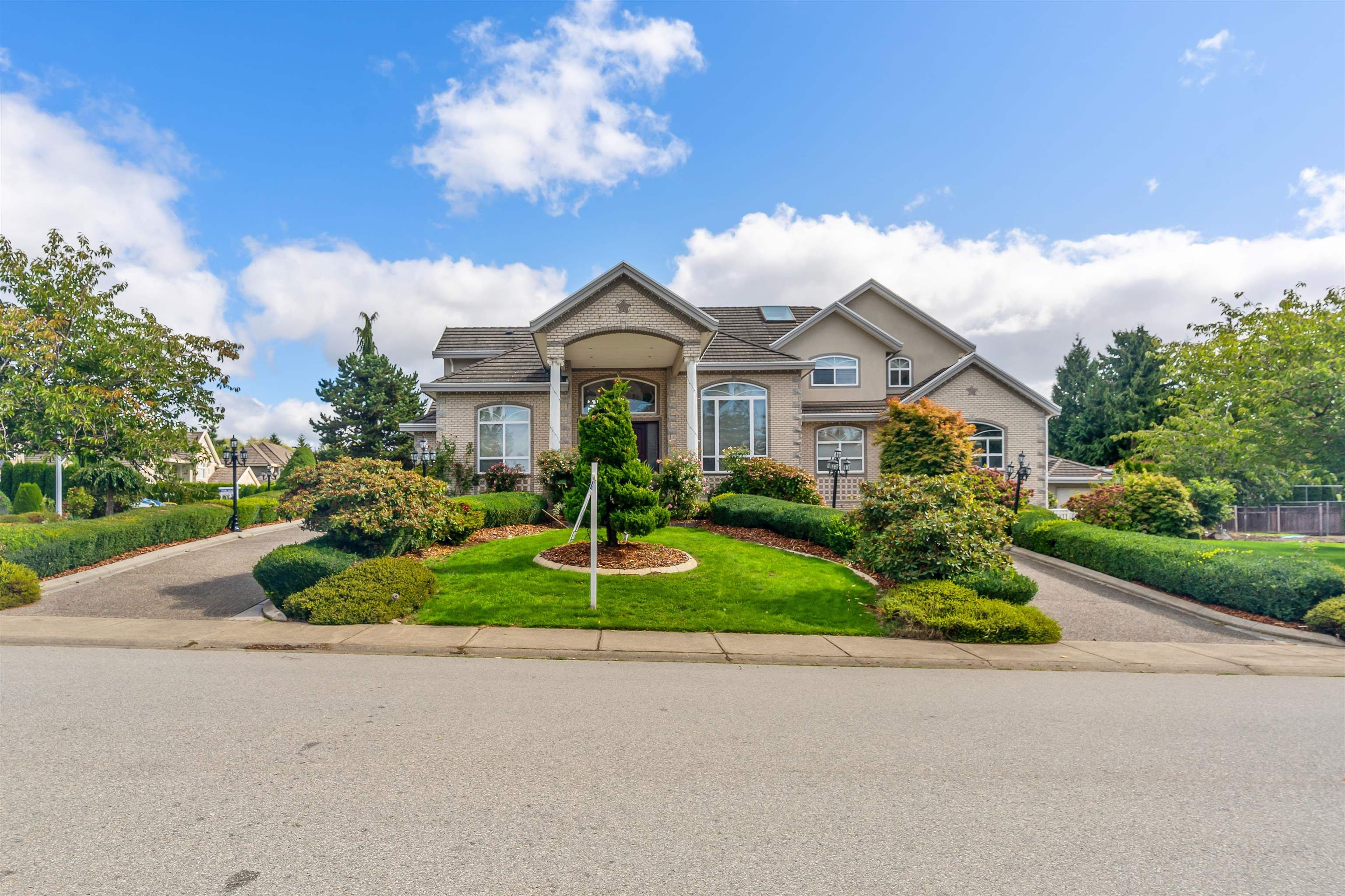 Main Photo: 5748 123 Street in Surrey: Panorama Ridge House for sale : MLS®# R2616639