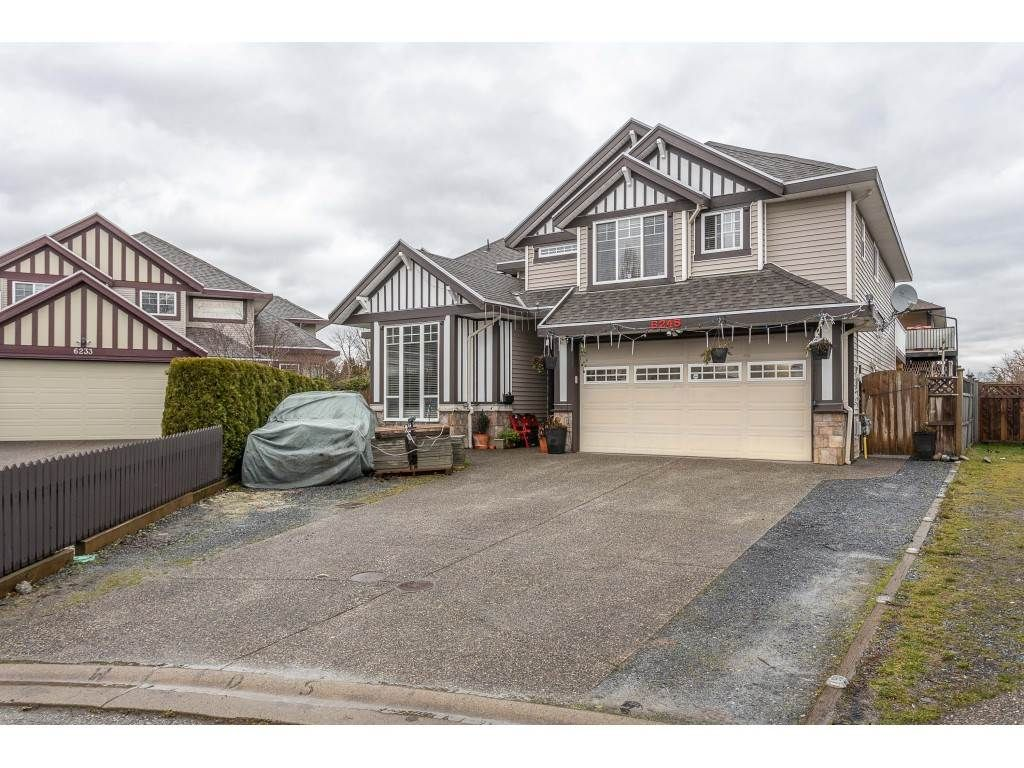 Main Photo: 6245 175B Street in Cloverdale: Cloverdale BC House for sale : MLS®# R2525442