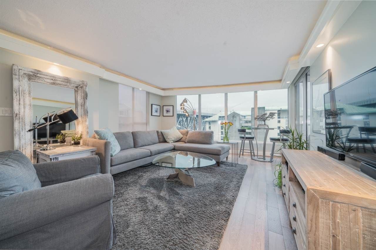 "Main Photo: 806 1500 HOWE Street in Vancouver: Yaletown Condo for sale in ""The Discovery"" (Vancouver West)  : MLS®# R2525498"