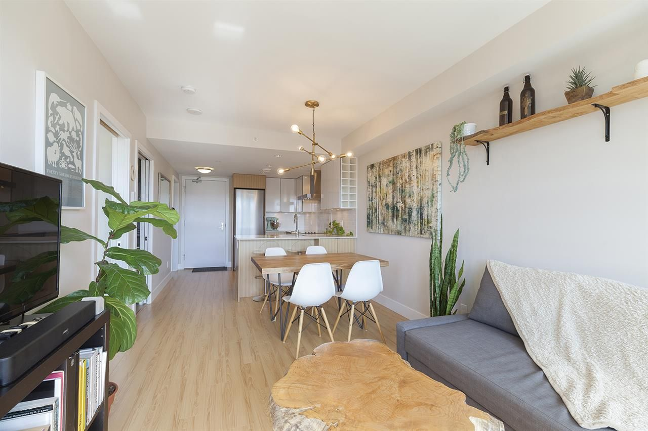 """Photo 6: Photos: 713 159 W 2ND Avenue in Vancouver: False Creek Condo for sale in """"TOWER GREEN"""" (Vancouver West)  : MLS®# R2326361"""