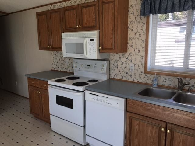 """Photo 3: Photos: 42 654 NORTH FRASER Drive in Quesnel: Quesnel - Town Manufactured Home for sale in """"RIVER WALK MOBILE HOME PARK"""" (Quesnel (Zone 28))  : MLS®# R2573309"""