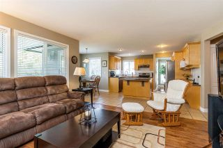 """Photo 7: 6863 183 Street in Surrey: Cloverdale BC House for sale in """"Cloverwoods"""" (Cloverdale)  : MLS®# R2394519"""