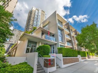 """Photo 2: TH5 619 FIFTH Avenue in New Westminster: Uptown NW Townhouse for sale in """"VICEROY"""" : MLS®# R2593947"""
