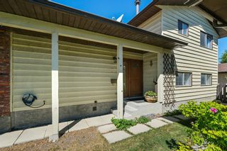 Photo 5: 6740 34 Avenue NE in Calgary: Temple Detached for sale : MLS®# A1121100