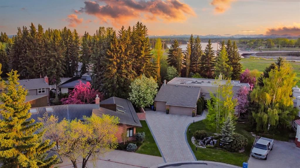 Main Photo: Bel-Aire-67 Bel-Aire Place SW-Calgary-