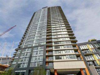 """Photo 1: 1705 33 SMITHE Street in Vancouver: Yaletown Condo for sale in """"COOPERS LOOKOUT"""" (Vancouver West)  : MLS®# R2129827"""