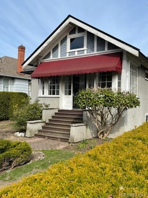 Main Photo: 1903 Belmont Ave in : Vi Fernwood House for sale (Victoria)  : MLS®# 871643