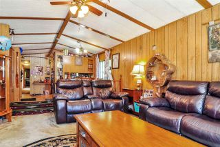 """Photo 5: 33 2305 200 Street in Langley: Brookswood Langley Manufactured Home for sale in """"Cedar Lane Park"""" : MLS®# R2465102"""