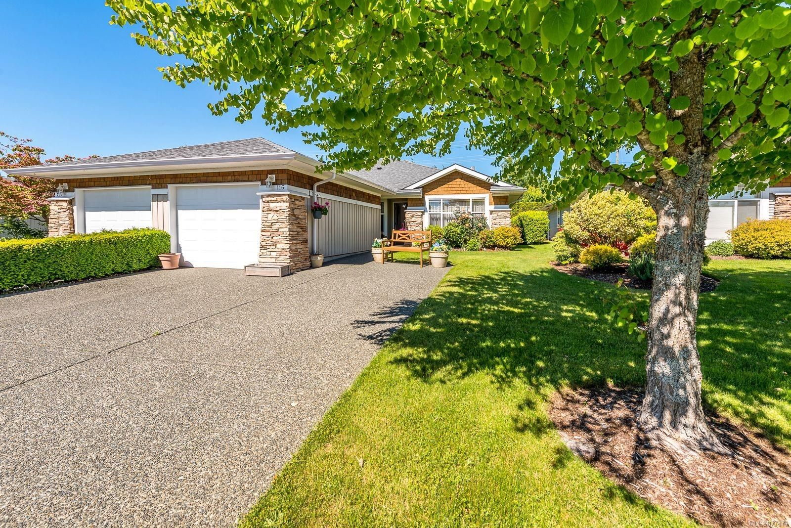 Main Photo: 116 1919 St. Andrews Pl in : CV Courtenay East Row/Townhouse for sale (Comox Valley)  : MLS®# 877870