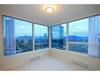 """Photo 8: 2207 6658 DOW Avenue in Burnaby: Metrotown Condo for sale in """"MODA"""" (Burnaby South)  : MLS®# V1101566"""