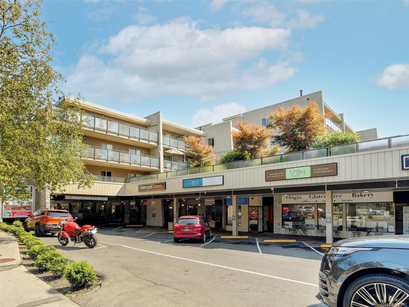 Main Photo:  in : Vi Fernwood Condo for sale (Victoria)  : MLS®# 883981