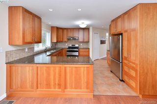 Photo 11: 1179 Sunnybank Crt in VICTORIA: SE Sunnymead House for sale (Saanich East)  : MLS®# 821175
