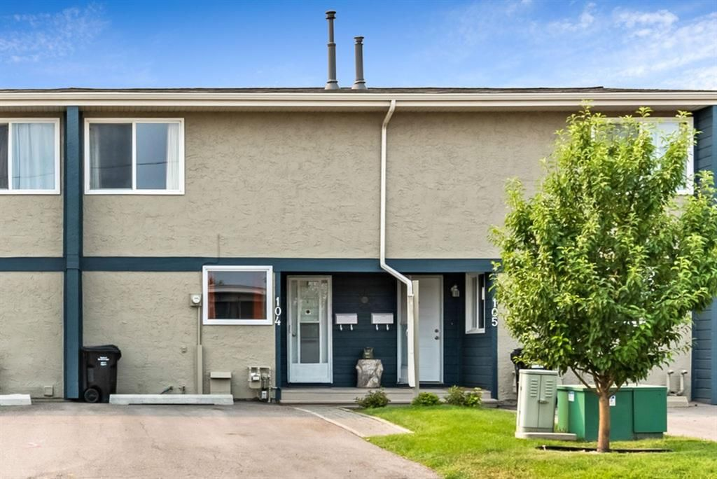 Main Photo: 104 6223 31 Avenue NW in Calgary: Bowness Row/Townhouse for sale : MLS®# A1134935
