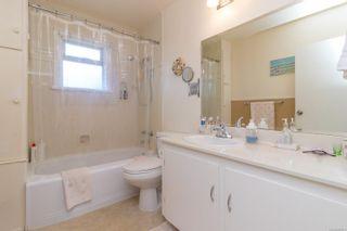 Photo 9: 2416 Mowat St in : OB Henderson House for sale (Oak Bay)  : MLS®# 881551