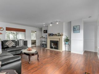 """Photo 3: 212 13725 72A Avenue in Surrey: East Newton Townhouse for sale in """"Park Place Estates"""" : MLS®# R2559356"""