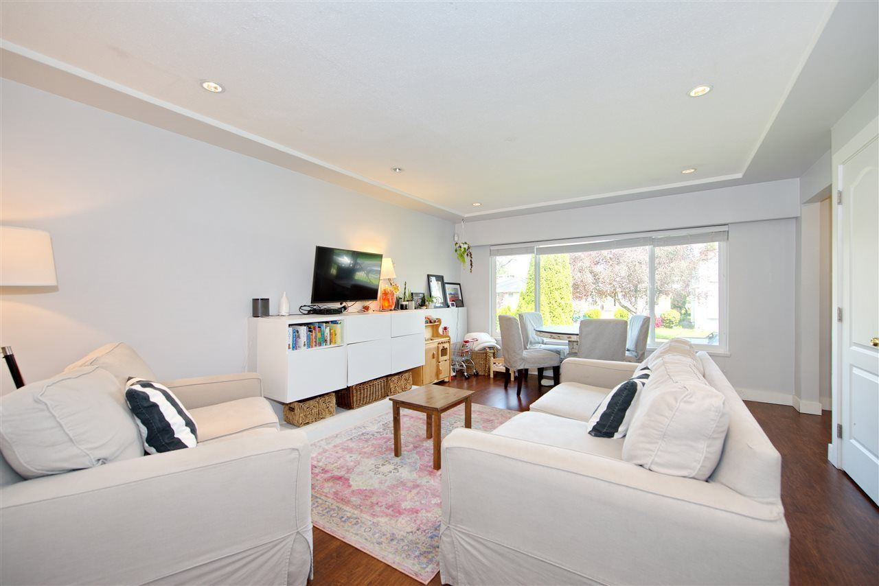 Main Photo: 5407 DUMFRIES Street in Vancouver: Knight House for sale (Vancouver East)  : MLS®# R2438942