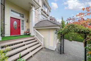 Photo 2: 15497 ROSEMARY HEIGHTS Crescent in Surrey: Morgan Creek House for sale (South Surrey White Rock)  : MLS®# R2625381