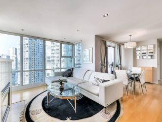 """Photo 3: 2305 1077 MARINASIDE Crescent in Vancouver: Yaletown Condo for sale in """"MARINASIDE RESORT"""" (Vancouver West)  : MLS®# R2544520"""