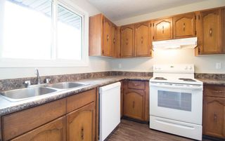 Photo 2: 3323 142 Avenue NW in Edmonton: Zone 35 Townhouse for sale : MLS®# E4262863
