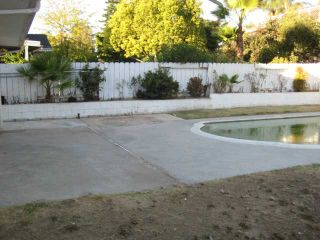 Photo 3: LEMON GROVE House for sale : 3 bedrooms : 2095 Berryland Ct