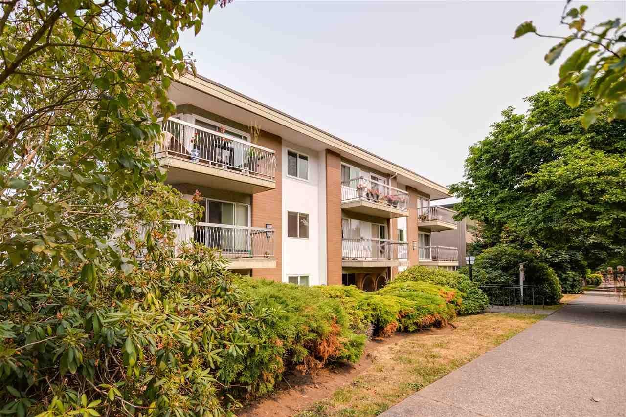 "Main Photo: 103 2335 YORK Avenue in Vancouver: Kitsilano Condo for sale in ""YORKDALE VILLA"" (Vancouver West)  : MLS®# R2195325"