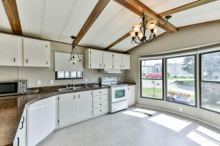 "Photo 3: 21 2035 MARTENS Street in Abbotsford: Poplar Manufactured Home for sale in ""Maplewood estates"" : MLS®# R2368618"