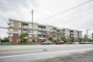 """Photo 3: 102 10688 140 Street in Surrey: Whalley Townhouse for sale in """"TRILLIUM LIVING"""" (North Surrey)  : MLS®# R2574722"""