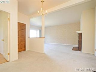Photo 3: 3115 Glasgow St in VICTORIA: Vi Mayfair House for sale (Victoria)  : MLS®# 759622