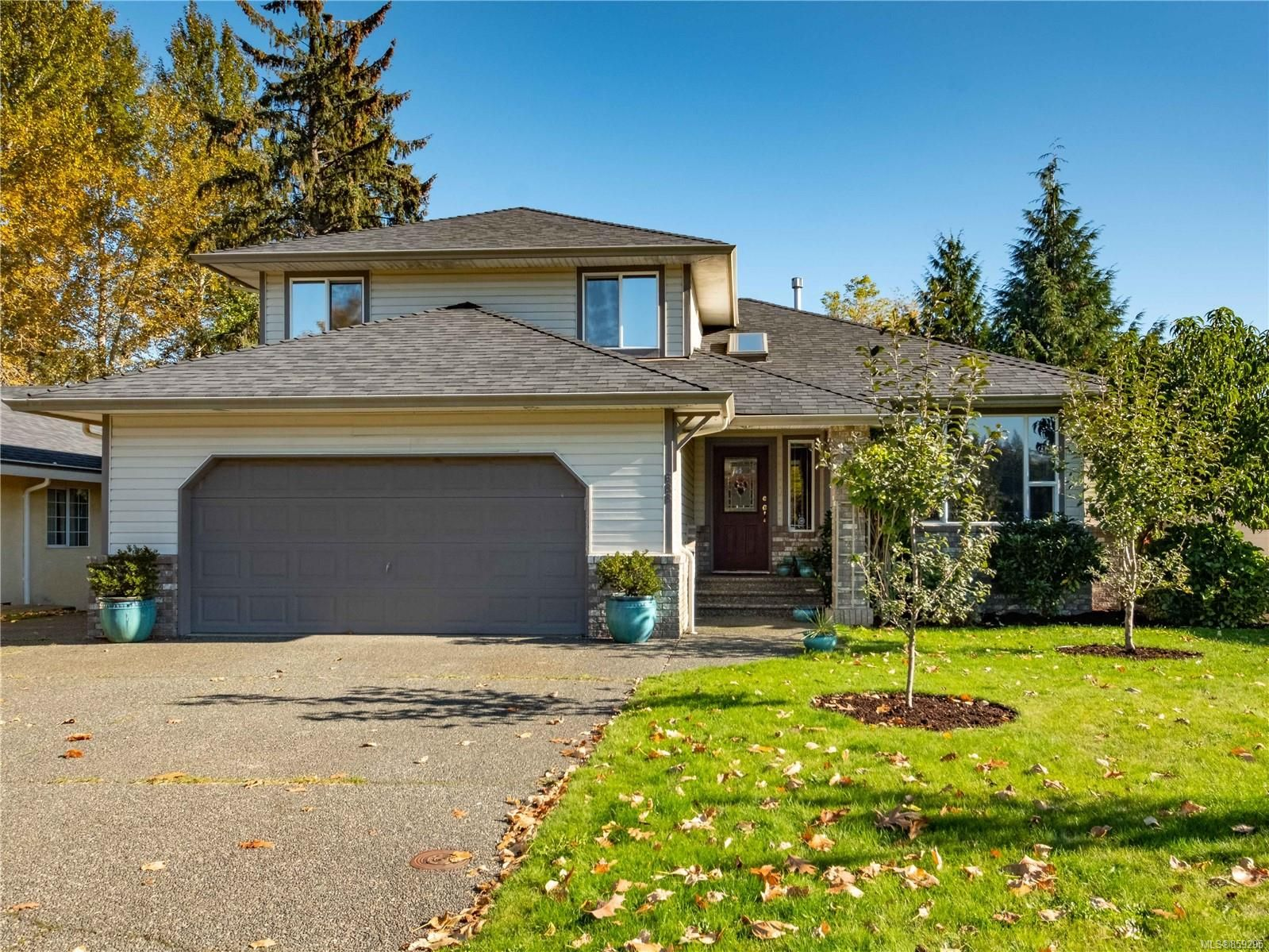 Main Photo: 688 Cambridge Dr in : CR Willow Point House for sale (Campbell River)  : MLS®# 859295