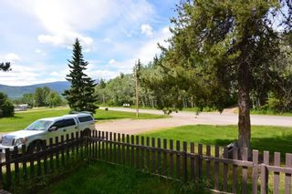 """Photo 10: 1 95 LAIDLAW Road in Smithers: Smithers - Rural Manufactured Home for sale in """"Mountain View Mobile Home Park"""" (Smithers And Area (Zone 54))  : MLS®# R2595078"""