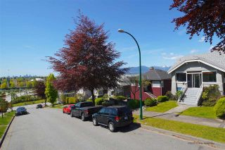 Photo 3: 3441 TRIUMPH Street in Vancouver: Hastings Sunrise House for sale (Vancouver East)  : MLS®# R2394925