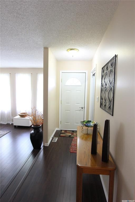 Photo 2: Photos: 1030 Dorothy Street in Regina: Normanview West Residential for sale : MLS®# SK810088